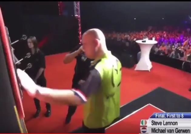 Michael Van Gerwen Shouts F**k After Throw Dutch Darts Masters 2018?!