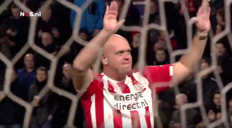 PSV huldigt wereldkampioen Michael van Gerwen