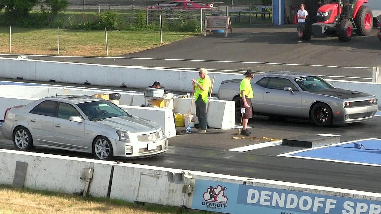 Hellcat vs modified CTS-V Cadillac-1/4 mile drag race