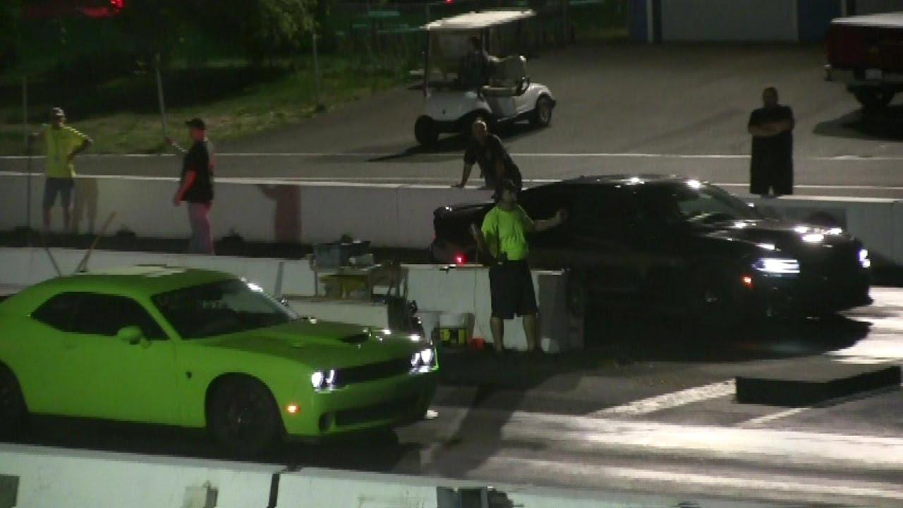 Hellcat Challenger vs Hellcat Charger-1/4 mile drag race