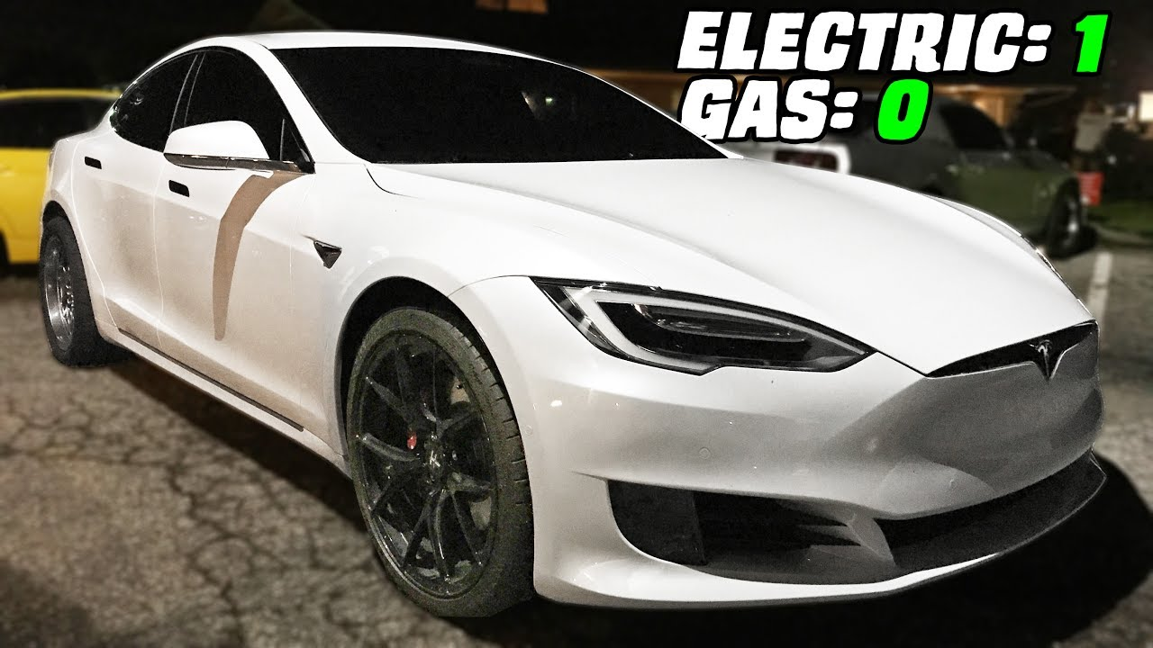 Guy in Tesla Beats Everybody in Street Racing!