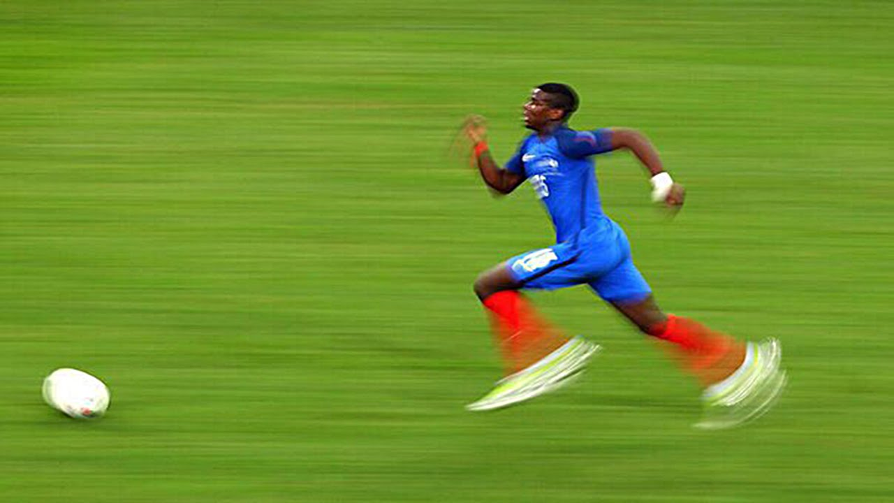 Top 10 Fastest Football Players ● New Updated