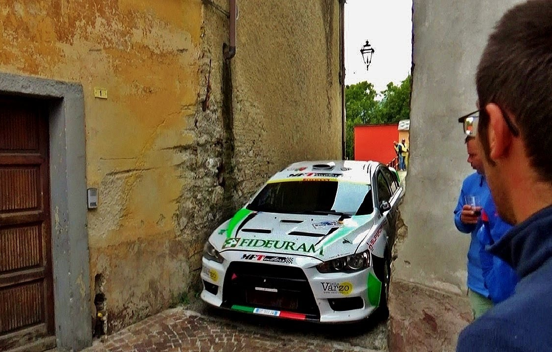 Watch This Narrow Corner in Rally del Rubinetto