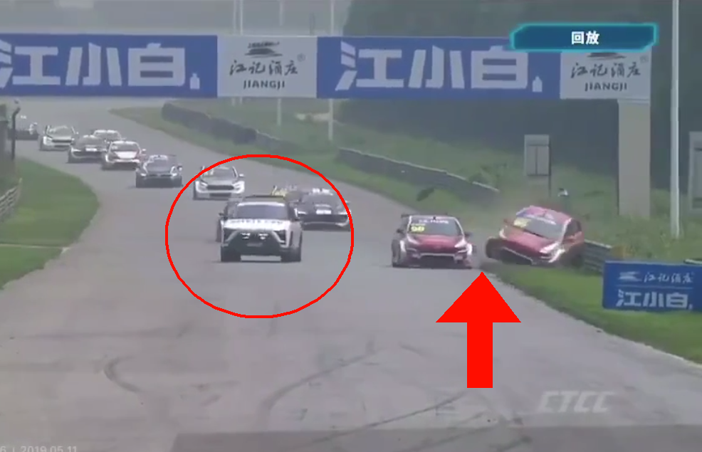 Safety Car Makes Leaders Crash During Today's China Touring Car Championship