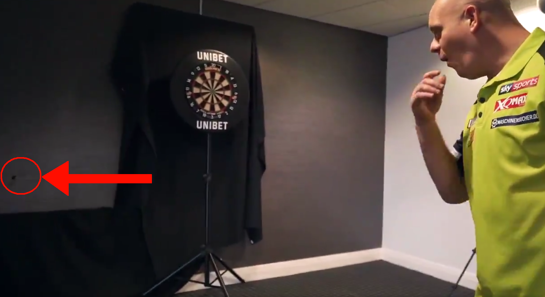 Michael van Gerwen's Attempt of A Backwards Throw Goes WRONG!