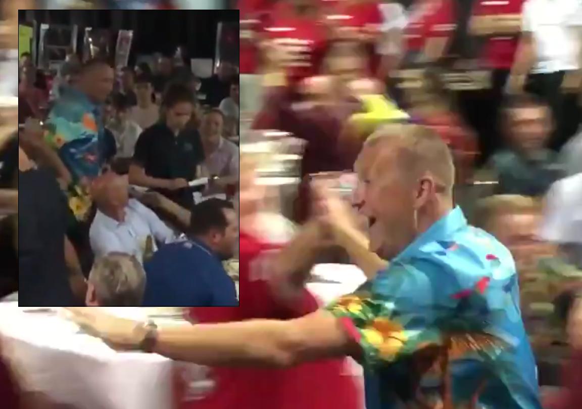 VIDEO: Wayne Mardle Showed His Best Walk On Last Night 🙈