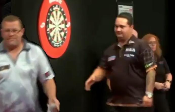 VIDEO: No Handshake By Steve West After Game Against Jeffrey de Zwaan