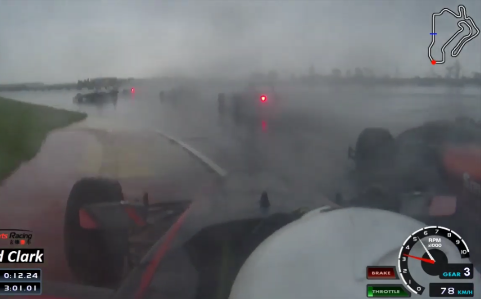 Incredible Wet Drive From 9th To 1st In One Lap During China F4