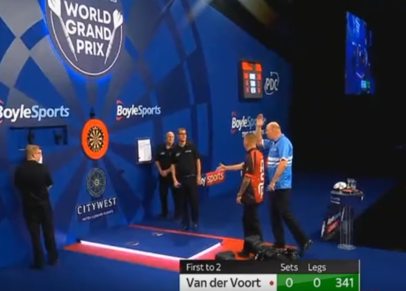 VIDEO: Aspinall And Van der Voort's Horrific Camera Distraction Moment