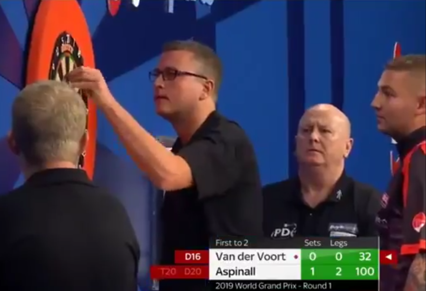 VIDEO: Nathan Aspinall Saw His Point Break And Get Stuck In Dartboard