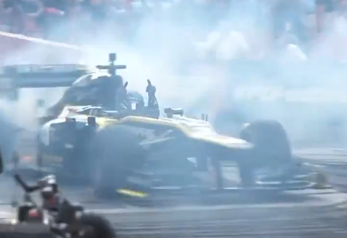 Daniel Ricciardo's No Handed Burnout At F1 Hollywood Festival
