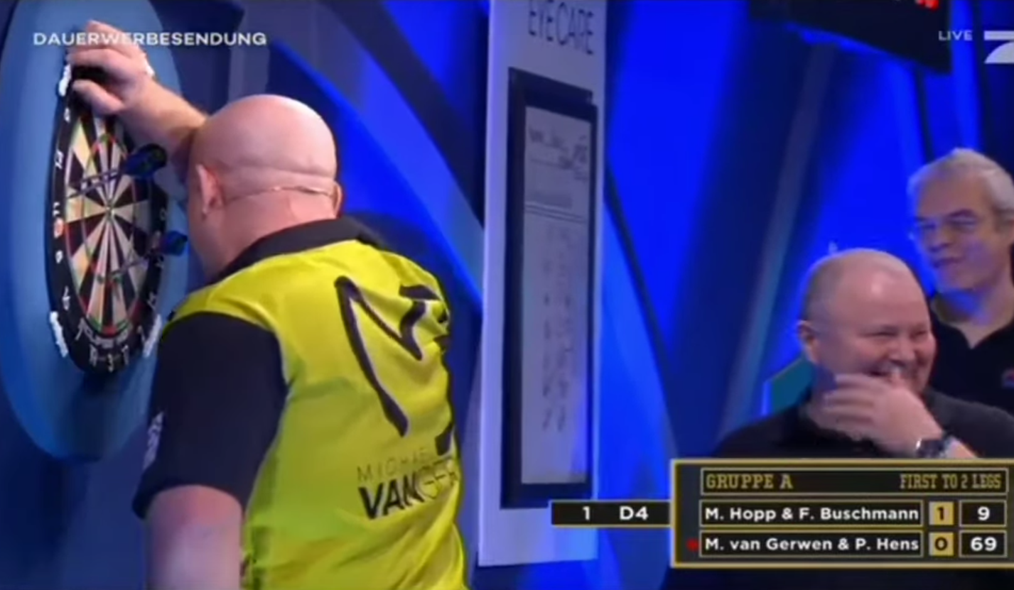 Hilarious Miscount By Michael van Gerwen At Promi Darts WM 2020