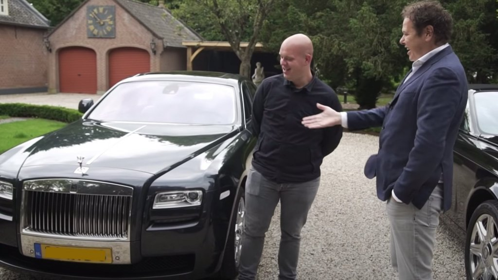 VIDEO: Michael van Gerwen Showing His Rolls-Royce Ghost