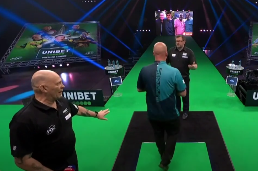 VIDEO: Strange Moment Before Game Between James Wade & Rob Cross