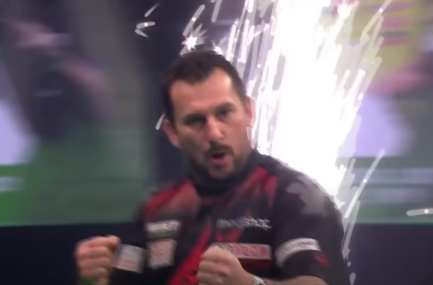 VIDEO: Jonny Clayton Hits 140.90 Average In Final Stage Of The Game